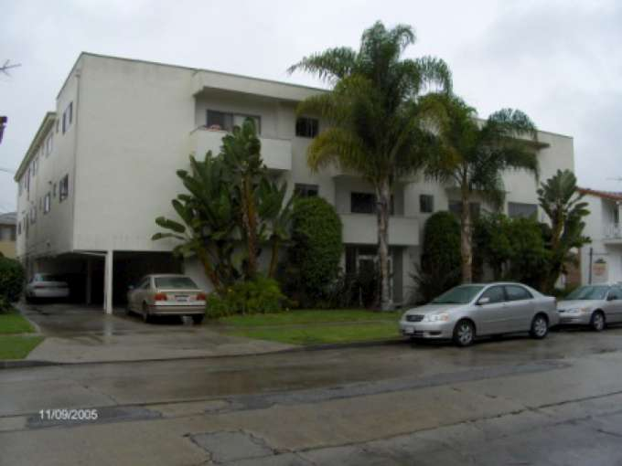 17 Unit Apartment Building in Beverly Hills Adjacent